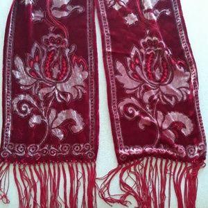 Velvet design scarf
